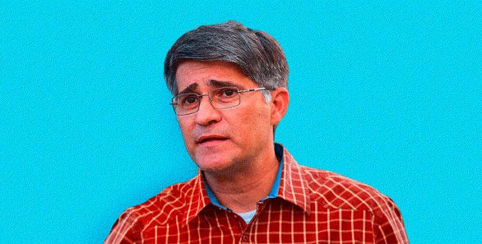 Haiman El Troudi, ingeniero egresado de la Universidad de Los Andes, ha ocupado varios cargos ministeriales: Transporte Terrestre y Obras Públicas, Planificación y Desarrollo, y Despacho de la Presidencia. Electo diputado a la Asamblea Nacional por el PSUV para el período 2015-2020 por el estado Miranda.